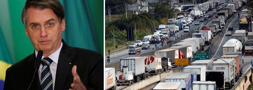 Governo Bolsonaro faz reunião com caminhoneiros para tentar barrar greve