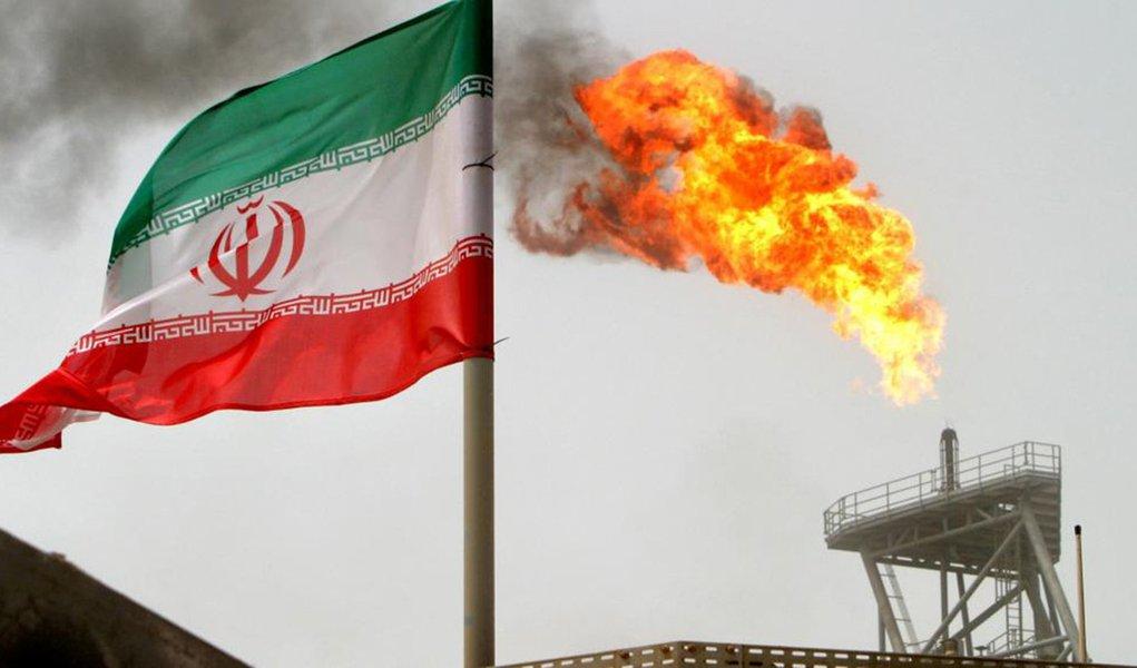 EUA tentam sufocar Teerã dificultando a compra de petróleo iraniano
