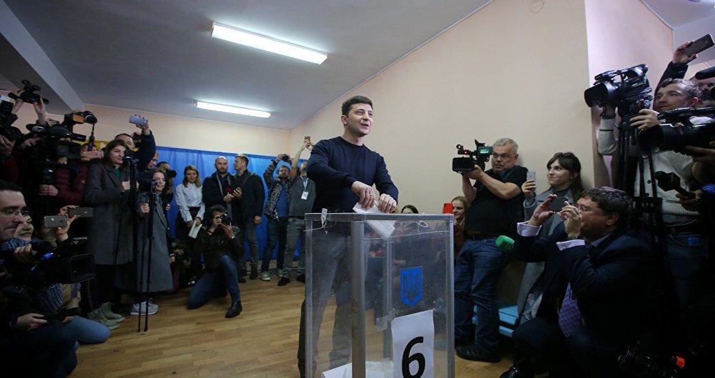 Humorista Zelensky ganha eleições presidenciais na Ucrânia