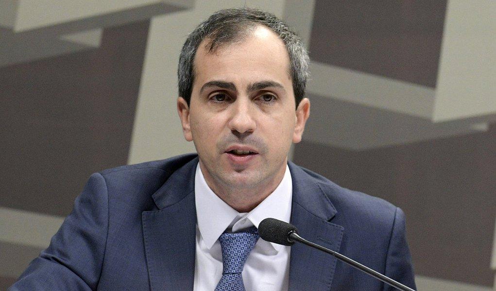Diretor admite que Banco Central pode intervir no câmbio