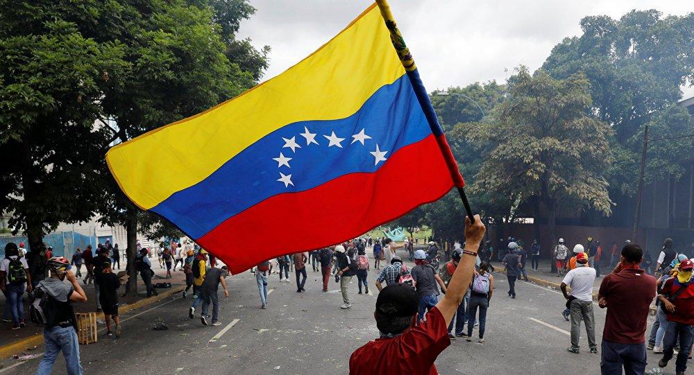 Rússia pede que EUA sigam 'longe do gatilho' por guerra na Venezuela