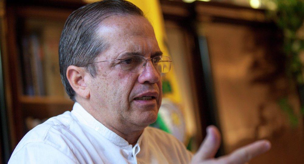 Ex-chanceler do Equador sai do país para não ser preso por Lenín Moreno