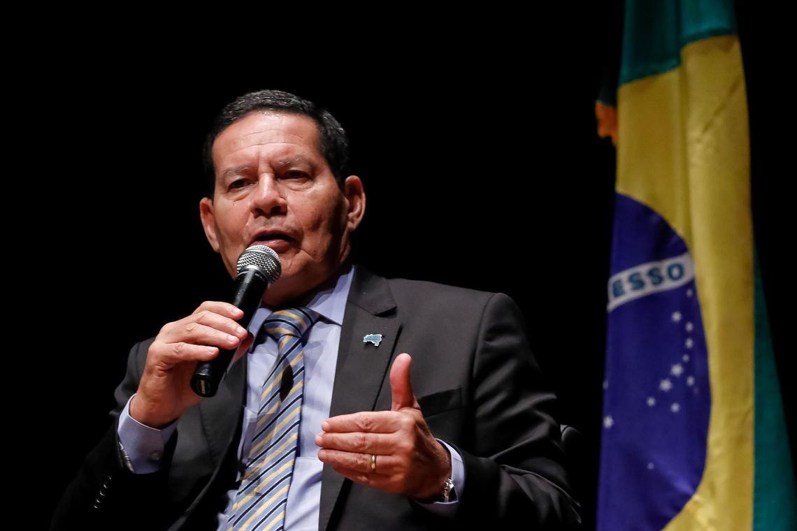 Mourão ironiza pedido de impeachment