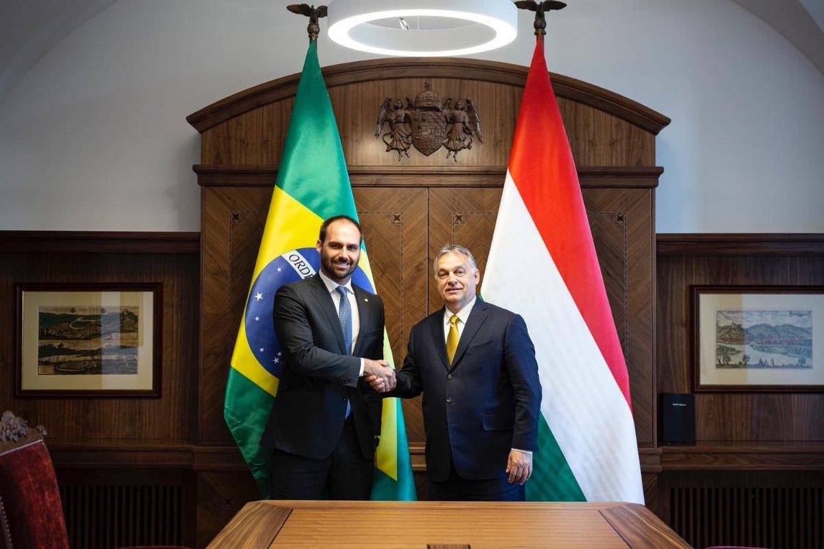 Rejeitado em Nova Iorque, Bolsonaro elogia encontro do filho com extremista húngaro