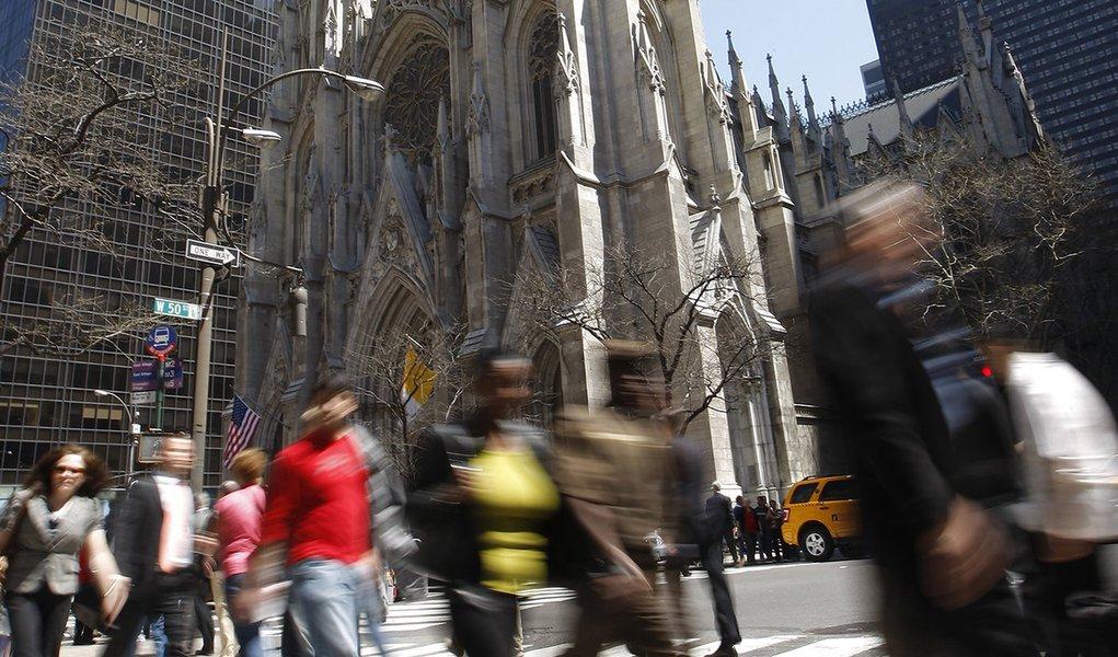 Homem é preso com gasolina e isqueiros em catedral de Nova Iorque
