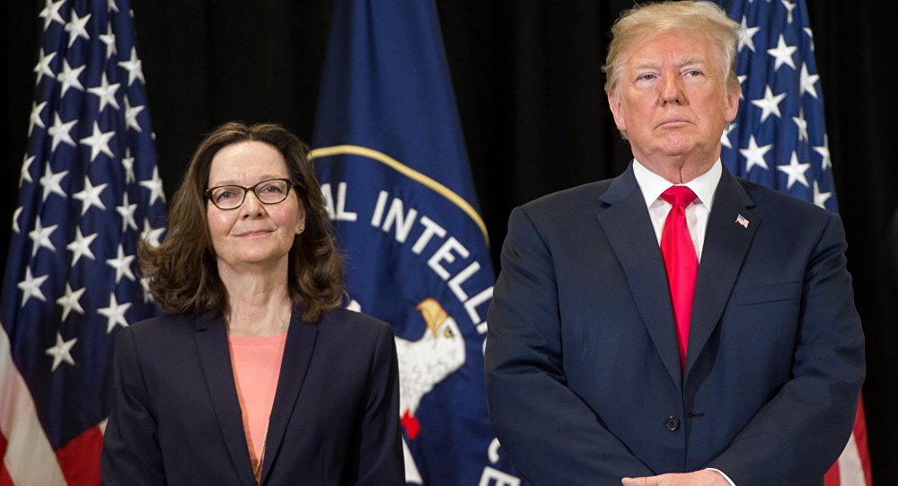 Chefe da CIA induziu Trump a expulsar diplomatas russos, diz NY Times