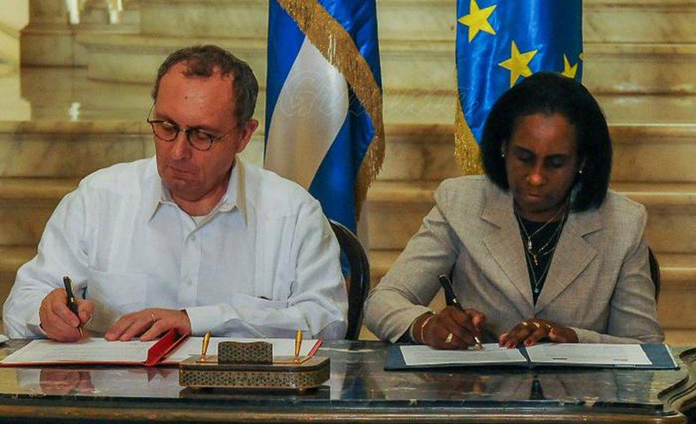 União Europeia assume posição contra bloqueio a Cuba