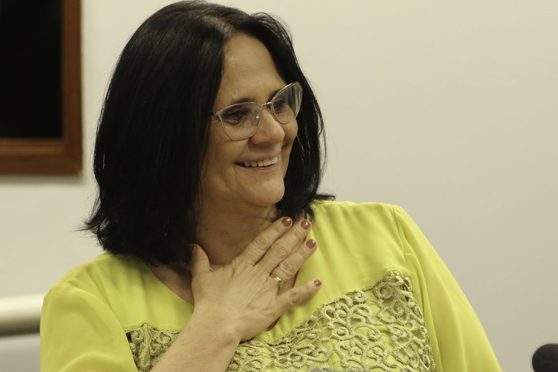 Damares Alves diz que, em sua fé, mulher deve ser submissa ao homem