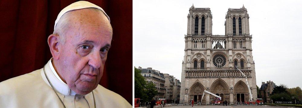 Papa pede que tristeza se transforme em esperança com reconstrução de Notre-Dame