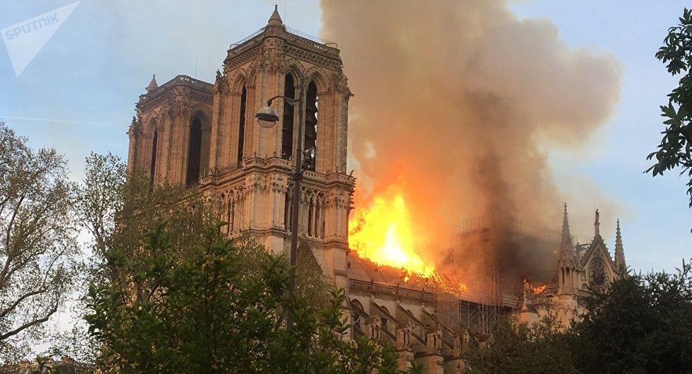 Procurador de Paris acredita que incêndio na Catedral foi acidente