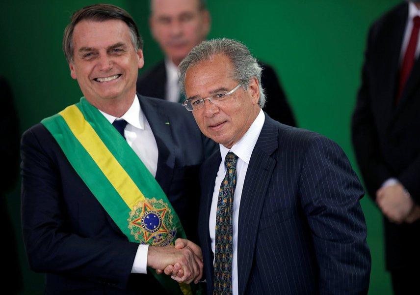 Bolsonaro veta concursos públicos e reajuste para servidores em 2020