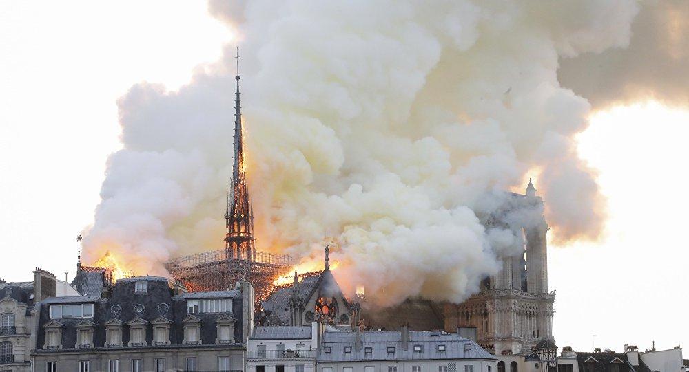 Estrutura de Notre-Dame está salva