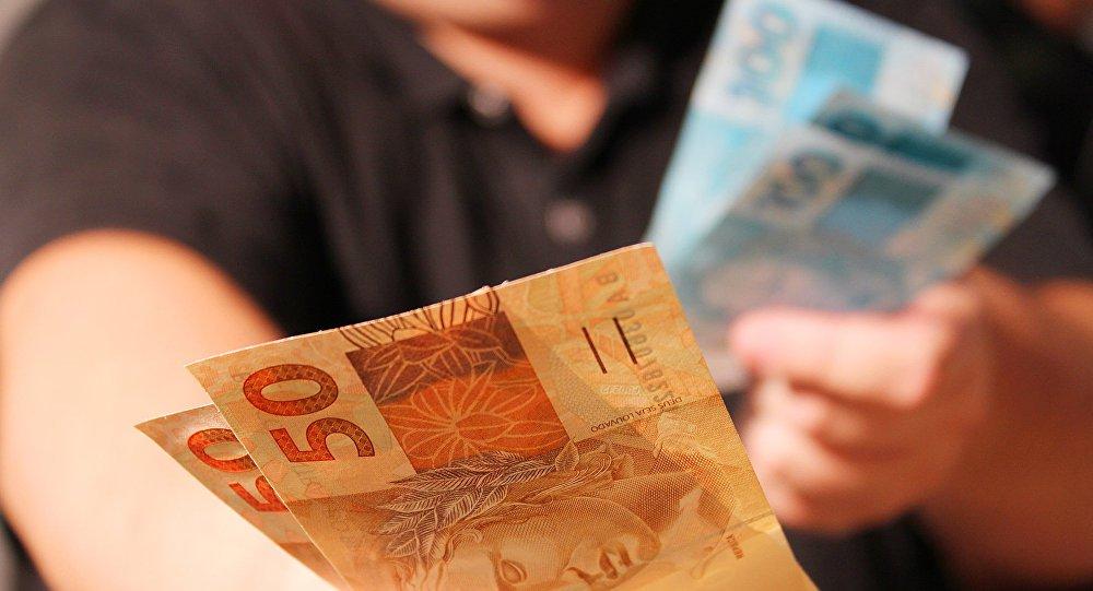 Bolsonaro quer destruir a política de valorização do salário mínimo