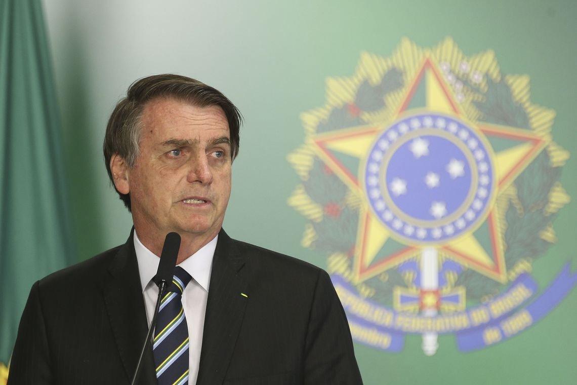 Só Bolsonaro manda recado para acalmar quem pratica extração ilegal de madeira