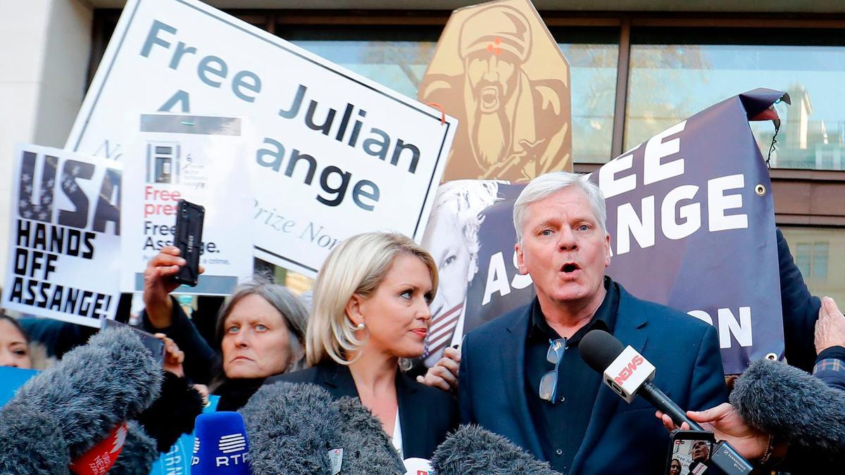 """Diretor do WikiLeaks: """"Assange pode enfrentar décadas de prisão nos EUA"""""""