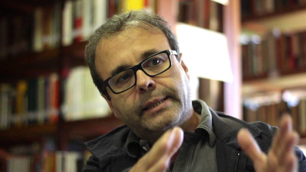 Assange foi preso por disseminar a verdade em massa, diz Sergio Amadeu