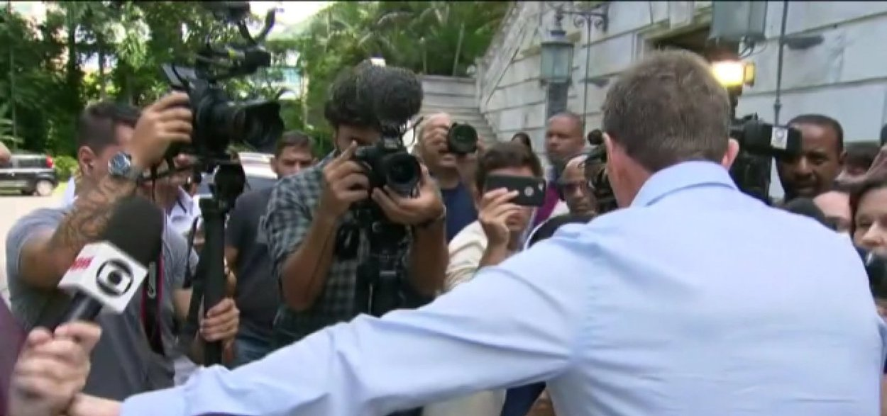 Crivella se irrita com jornalista da Globo e Record revida