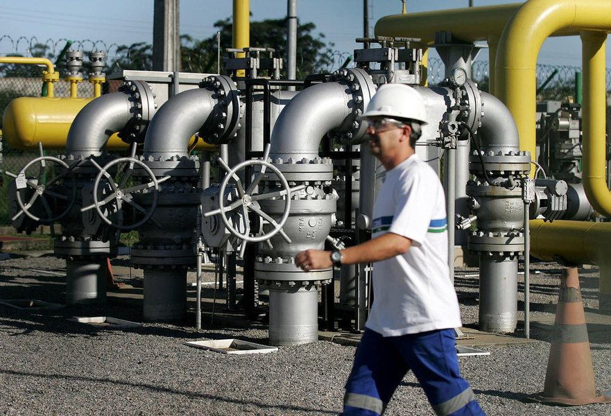 Bolsonaro quer privatizar parte da exploração de gás e urânio no Brasil