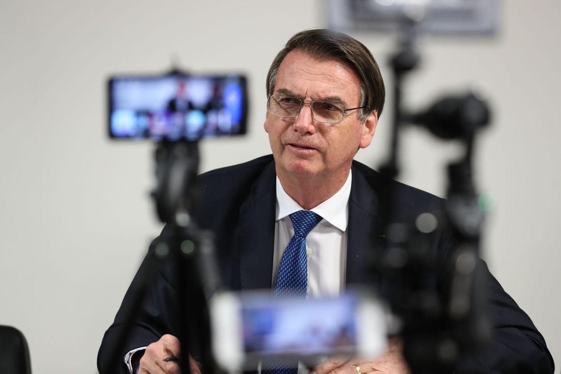 Bolsonaro diz que, dos quase 1000 conselhos, vai manter apenas 50