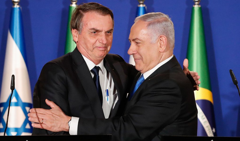 Em entrevista, Bolsonaro ataca Irã e Palestina e ameaça agronegócio