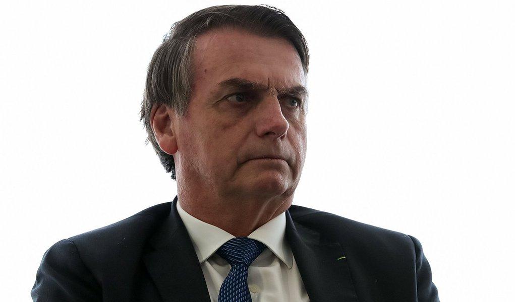 Bolsonaro decreta o fim do horário de verão