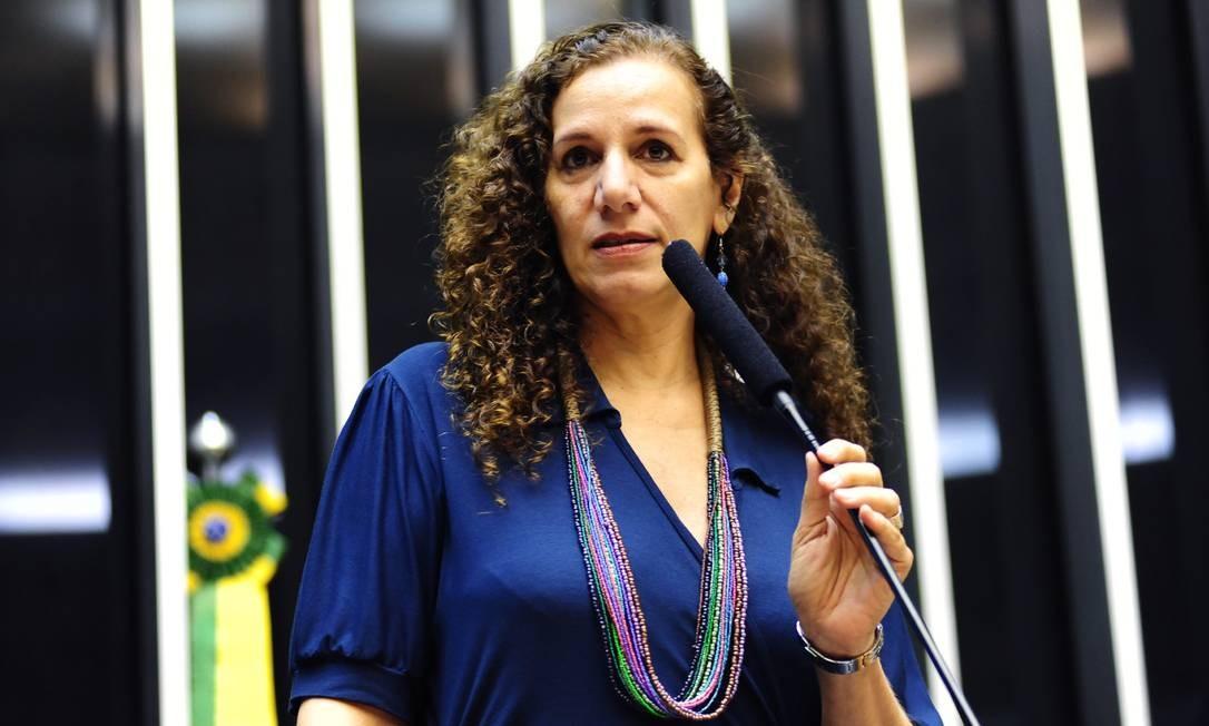 Estarrecedor, diz Jandira sobre afago de Bolsonaro a Gentili