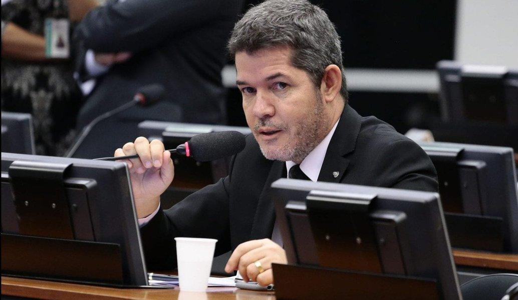 Se Flávio cometeu erro, tem que responder, diz líder do PSL na Câmara