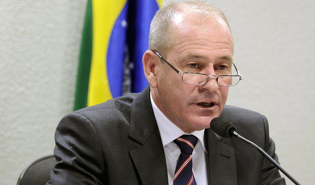 Milícias começaram com 'boa intenção', diz ministro da Defesa