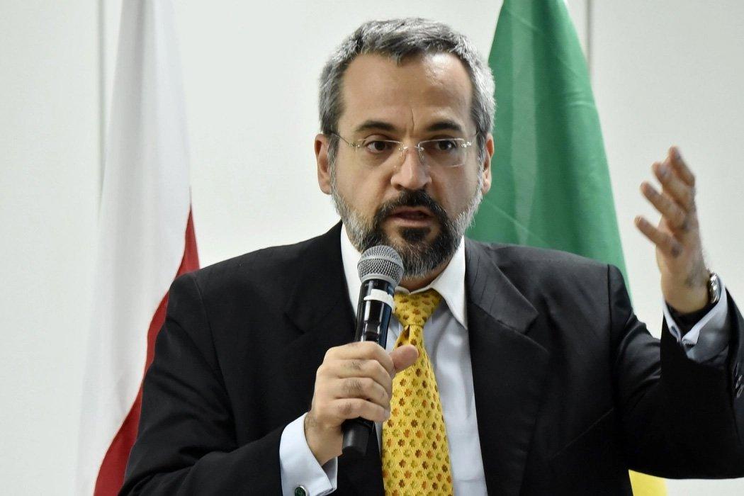 Novo ministro da Educação diz que professor agredido por aluno tem que chamar a polícia