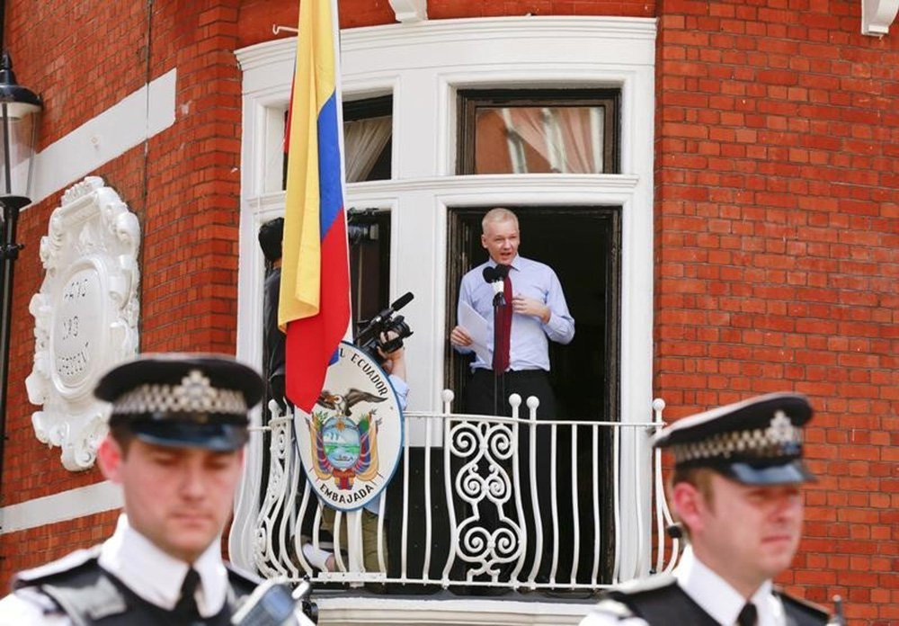 WikiLeaks diz que embaixada do Equador espiona Assange