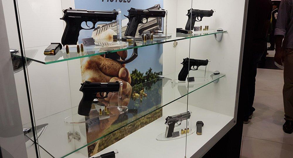 Homens que querem comprar arma têm visão menos positiva do feminismo