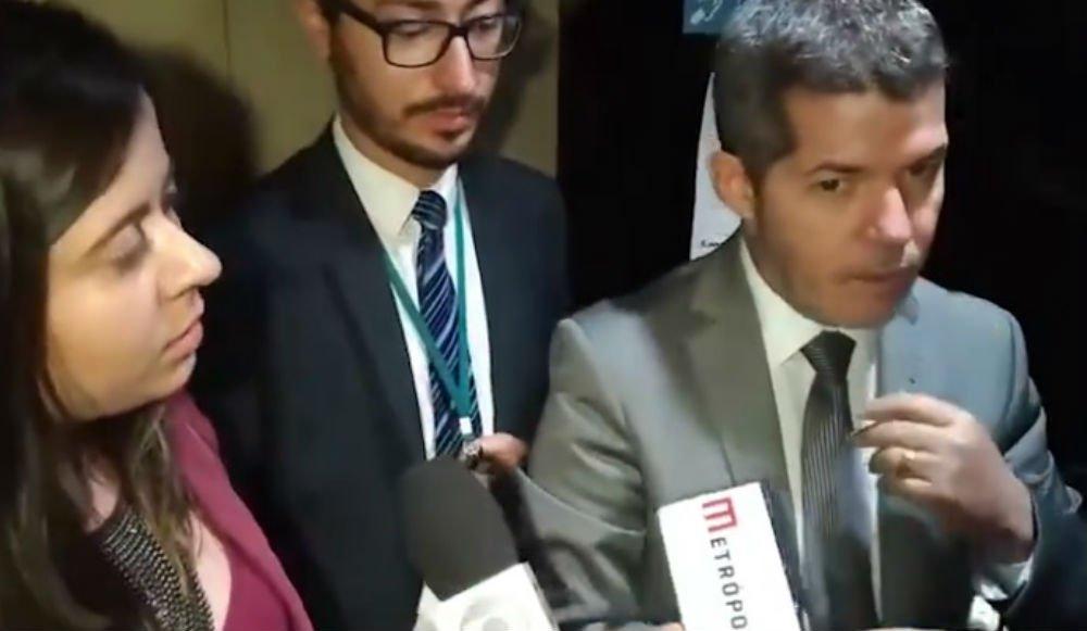 Samia Bomfim enquadra líder do PSL que gagueja e não consegue defender reforma da Previdência