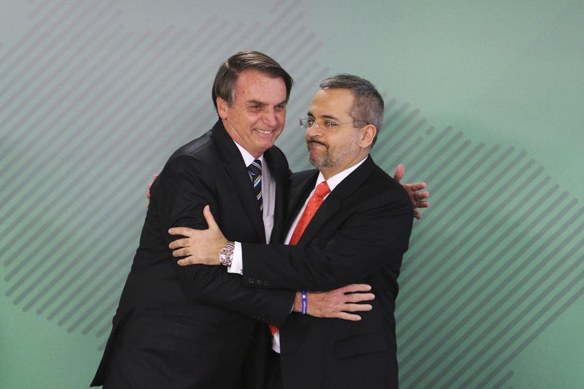 Com Weintraub no MEC, Bolsonaro diz esperar que estudantes 'não se interessem por política'