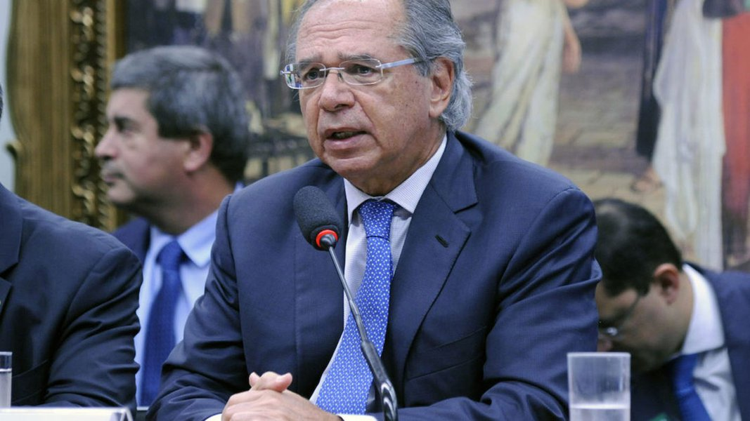 Sem proposta de emprego, Guedes critica vagabundos