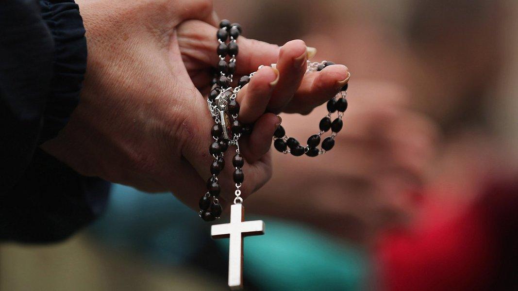Pessoas dizem em pesquisa que fé é essencial para melhorar a vida