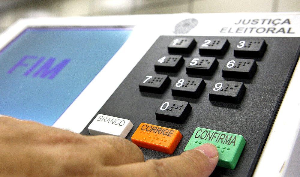 Após fim do horário de verão, assessor de Bolsonaro diz que próximo alvo é a urna eletrônica