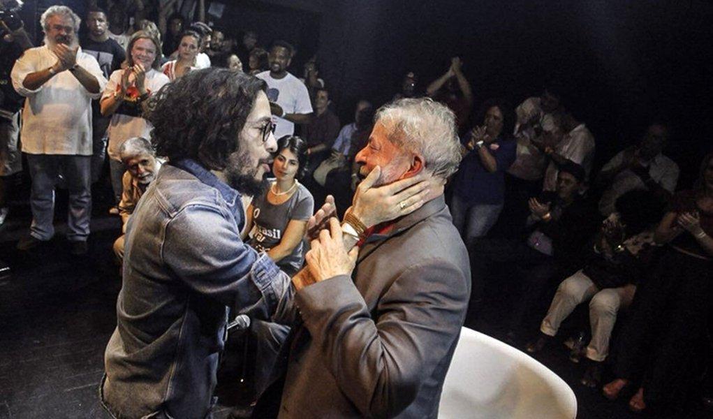 'Quero te ver livre, guerreiro', diz Wyllys em carta endereçada a Lula