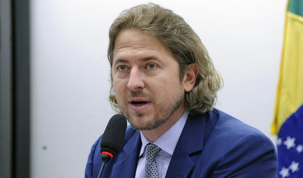Zeca Dirceu questiona: 'Elegem Bolsonaro e me chamam de grosseiro'?