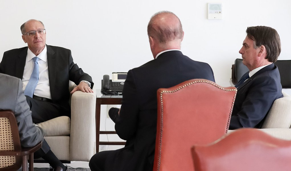 Alckmin atribui sua derrota em 2018 à facada em Bolsonaro: se vitimizou até o fim
