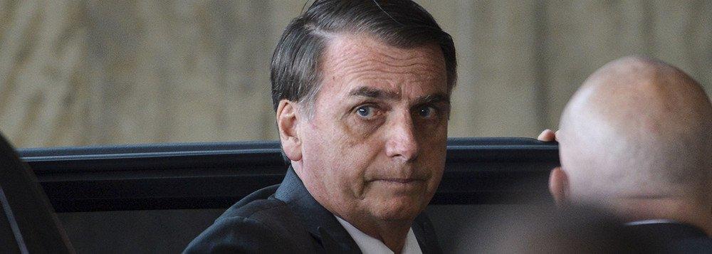 Bolsonaro nega a política e será negado por ela