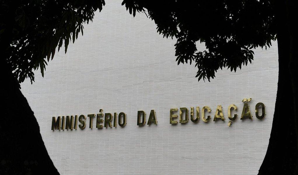 'Olavetes' demitidos do MEC fazem da TV Escola o seu cabide de emprego