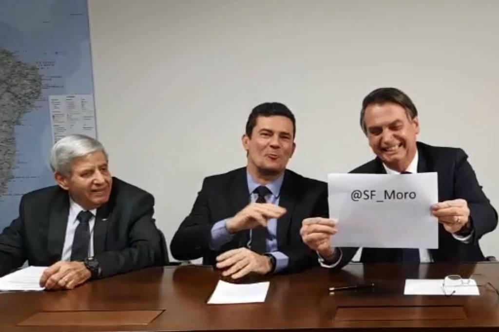 Um ano depois da prisão de Lula, Moro passa a fazer lives com Bolsonaro