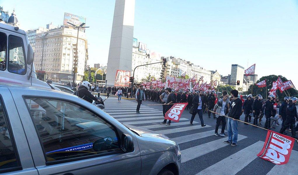 Sindicatos e empresas se unem contra plano de austeridade de Macri