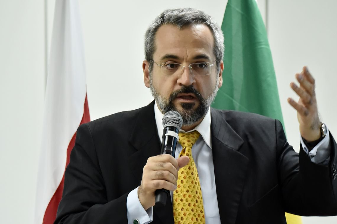 Educadores criticam inexperiência do novo ministro da Educação