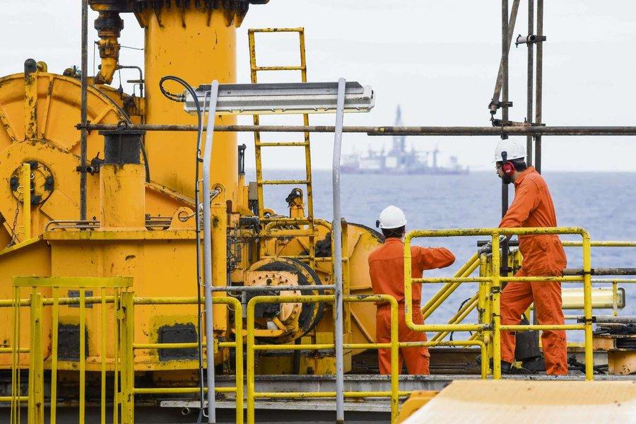 Petroleiros: venda da transportadora de gás da Petrobras é ilegal e será questionada