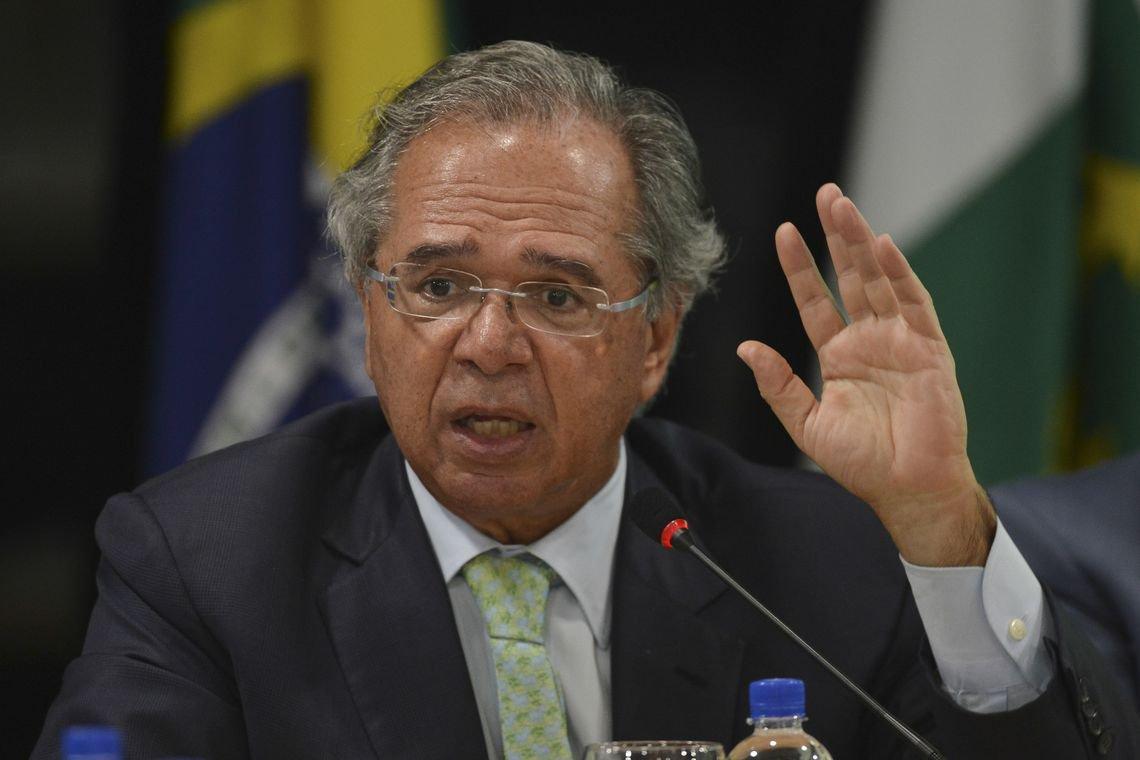 Parlamentares batem boca com Guedes, o 'último gatorade do deserto'