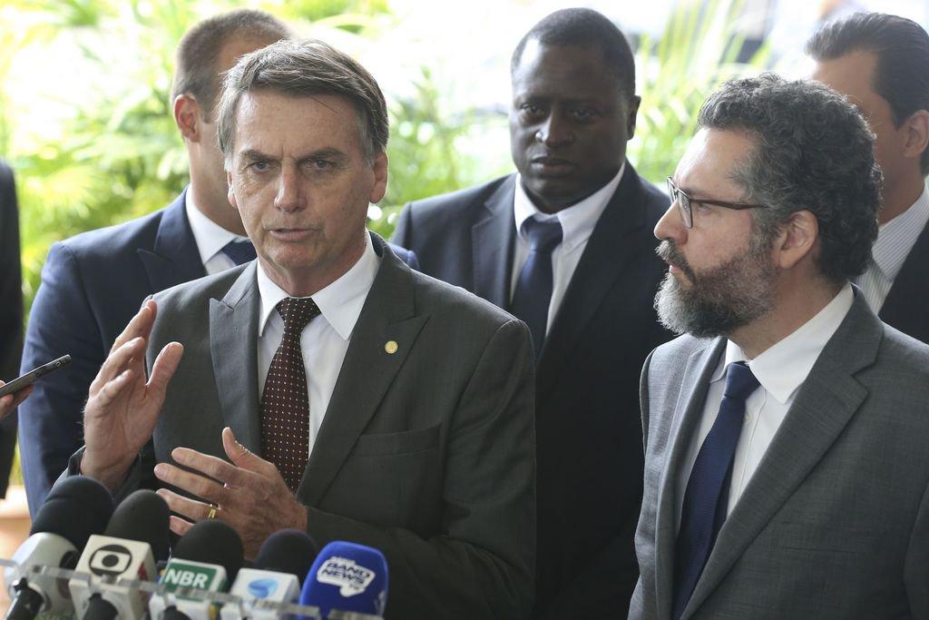Dissidência no Itamaraty ganha força e diplomatas se mobilizam