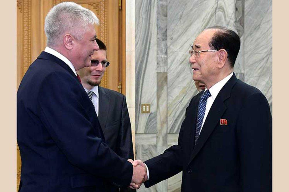Ministro russo vai à Coreia do Norte preparar visita de Kim Jong Un à Rússia