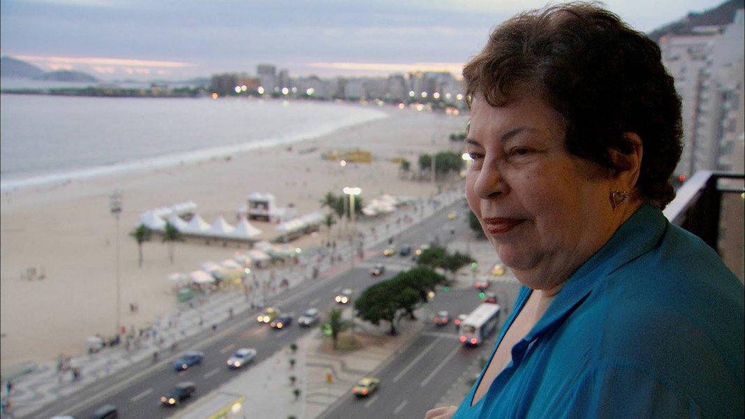 Nana Caymmi defende Bolsonaro e ataca Chico, Gil e Caetano