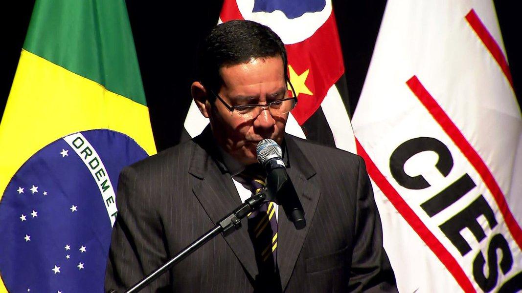'Governo vai ter que enfrentar as medidas impopulares', diz Mourão em evento na Fiesp